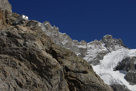 Refuge du Promontoire (3092 m)